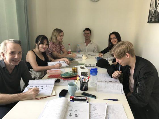 Adam og hans klassekammerater på LTL Shanghai
