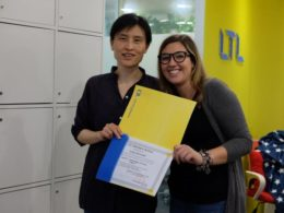 Kinesiskstuderende Greta ved sin eksamensafslutning hos LTL i Beijing