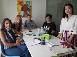 Kinesiskundervisning på små hold med underviseren Lucy